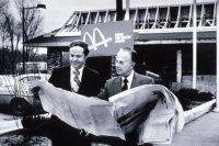 Братья Дик и Мак Макдональды на объекте строительства первого ресторана