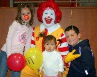 Рональд Макдональд с детьми