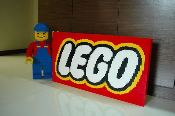 Бренд LEGO