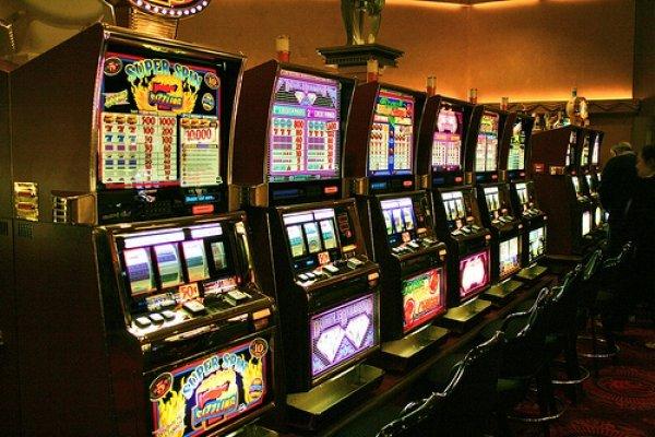 Азартные игры онлайн в игровой автомат Fruit Cocktail