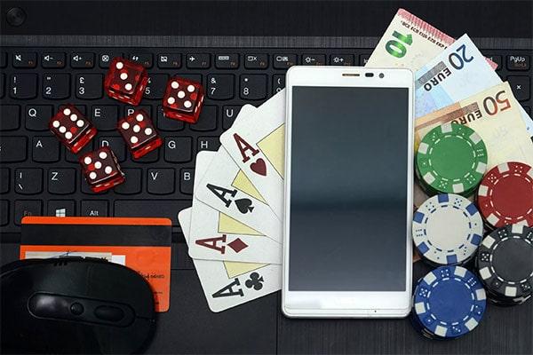 Играй в карты и зарабатывай с Покерок